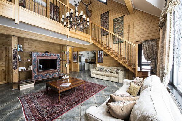 Голяма дървена къща в гората страхотна дизайнерка Екатерина Серовина