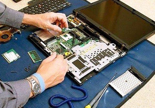 Как правилно да почиствате лаптопа от прах у дома