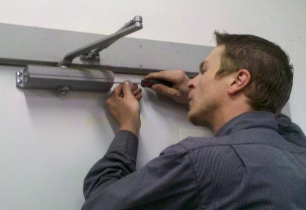 Какъв вид ремонт на вратата можете да направите сами?