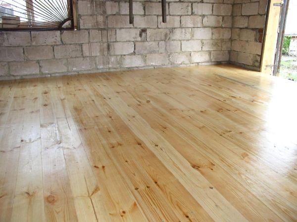 Дървен под в гаража