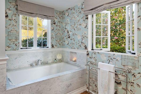 Тапети за банята какъв тип, цвят и текстура е най-добре да избирате?