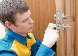 Инструкции стъпка по стъпка за поставяне на заключване във вътрешната врата с снимки и видео