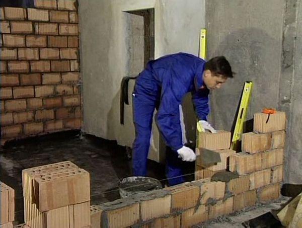 Този вид зидария е доста скъп, така че може да се използва за полагане на вътрешни дялове.