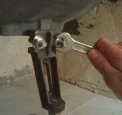 Монтаж на чугунена вана стъпка по стъпка от подготовка до изравняване