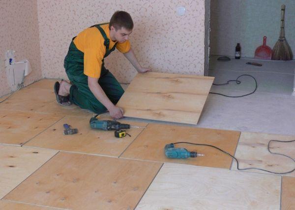 Всички начини за изравняване на пода с шперплат без дървени трупи за лепило, регулируем шперплат, със закъснения